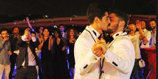 sil-page_turkiyenin-ilk-evli-escinsel-cifti-korkmuyoruz-yaptigimiz-seyle-gurur-duyuyoruz_360306909
