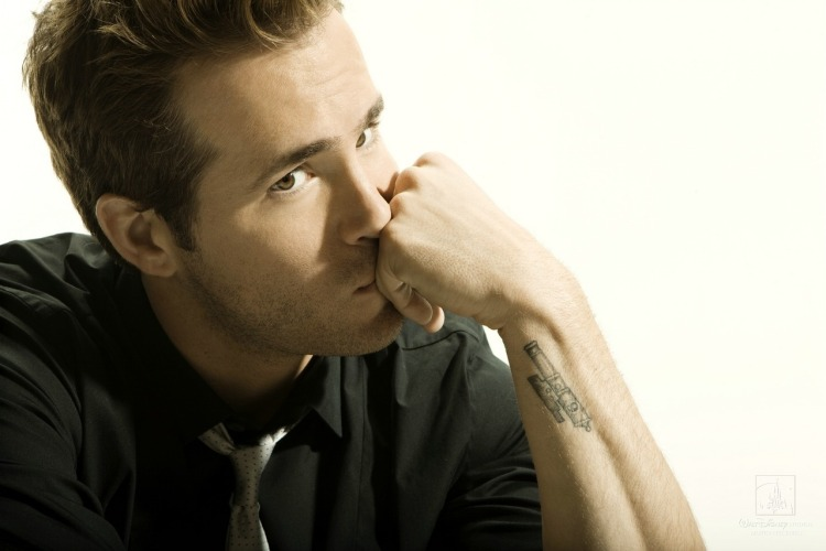 Ryan-Reynold-Handsome-Celebrity-Photoshoot